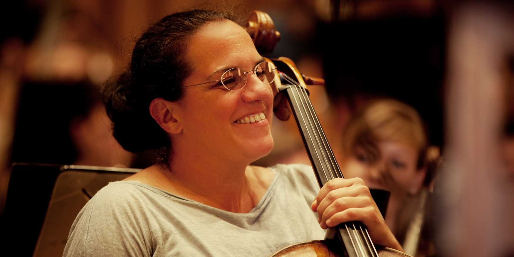 Julia Schreyvogel, Cello